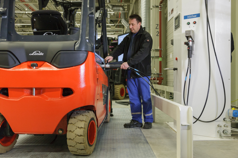 H2Intradrive: Betankung Wasserstoff Gabelstapler in der BMW i Produktion