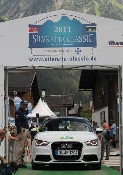 """Der A1 e-tron gewinnt bei """"Silvretta E-Auto Rallye 2011"""". Für Audi nach 2010 zweiter Sieg in Folge."""