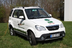 edding ist mit Elektroauto LUIS 4U green unterwegs