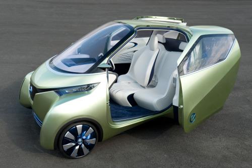 Innenraum der 3-sitzer Elektrofahrzeug Studie PIVO 3 von Nissan