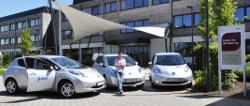 Matthias Willenbacher mit den drei Nissan Leaf
