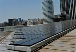 Nissan Solaranlage zum Aufladen von Elektrofahrzeugen