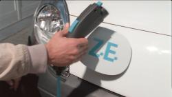 Renault Elektroauto Z.E. beim Aufladen