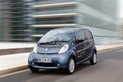 Elektrofahrzeug Peugeot iOn auf dem Genfer Automobilsalon