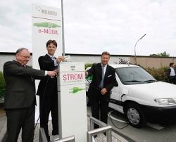 Feierliche Einweihung der ersten E-Tankstelle in Rehau