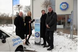 Eröffnung der ersten RWE Autostrom Tankstelle in Hamburg